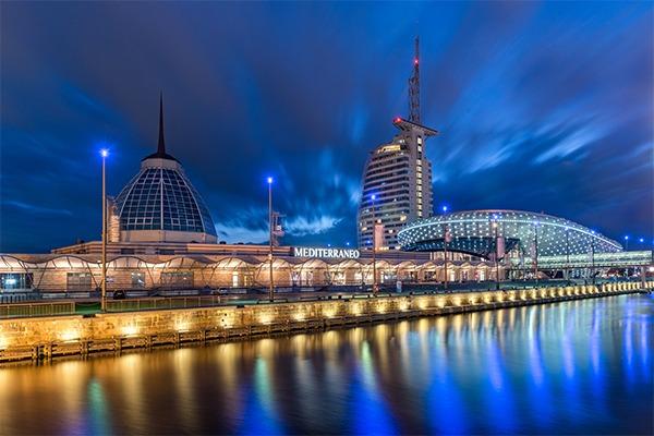 Mein Outlet Bremerhaven bei Nacht